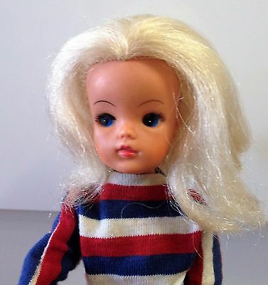 Vintage blond Sindy doll, real eyelashes, 033055X with original clothing