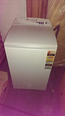 Fisher & Paykel 5.5L top load washing machine