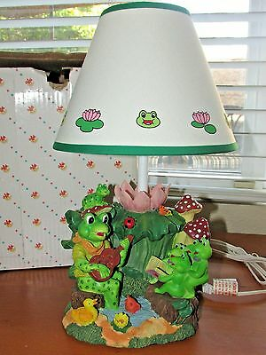 Kid's / Baby Room SINGING FROGS Table Lamp Light Nursery Room Decor ~ NEW in Box