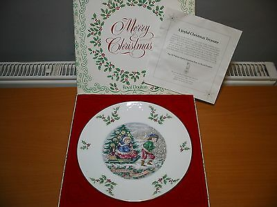 Royal Doulton 1979 Christmas Collector's Plate - 3rd Edition - New & Boxed