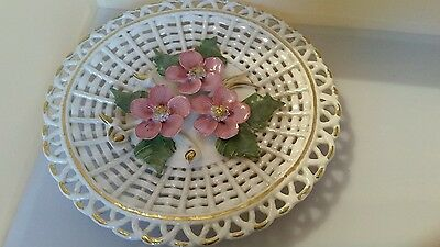 Woven relief design rose plate