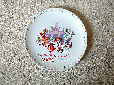 "2004 DISNEYLAND RESORT - ""the merriest place on earth"" - COLLECTOR'S PLATE"
