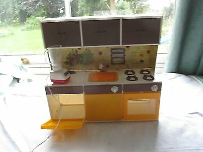 VINTAGE sindy DOLLS HOUSE KITCHEN unit Rare illco
