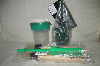 *** HOOF OIL / PAINT BRUSHES & Anti-Spill CONTAINERS.*** Green