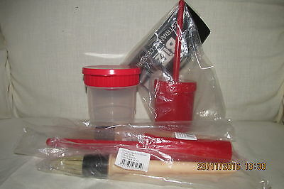 *** HOOF OIL / PAINT BRUSHES & Anti-Spill CONTAINERS.*** RED
