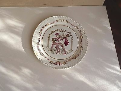 spode plate showing two minstrels, 1980