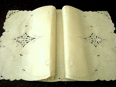 """🎁VINTAGE Linen Table RUNNER Madeira Embroidered(Blue) Cutwork Floral 16"""" x 42"""""""