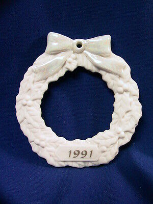 """1991 PORCELAIN WREATH w/ PHOTO OPENING CHRISTMAS ORNAMENT 3"""" x 3""""  x 1/4"""" THICK"""