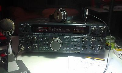 Kenwood ts 950 HF SD - dual band receive 10-160 mt - digital frequency-