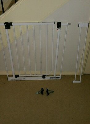 White Child Safety Gate with 1x 10cm  extension pieces