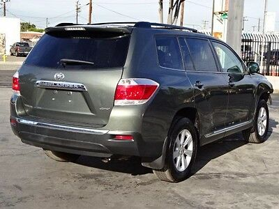 2013 Toyota Highlander 4WD 2013 Toyota Highlander 4WD Salvage Wrecked Repairable! Priced To Sell Wont Last!