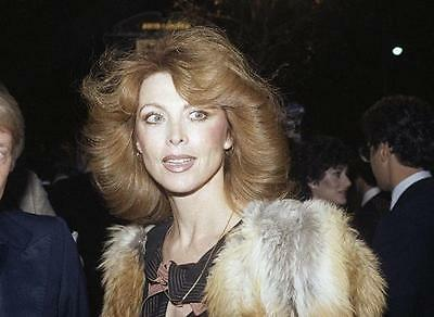 Tina Louise Beautiful Face Wearing Fur Coat 8X10 Photo 16