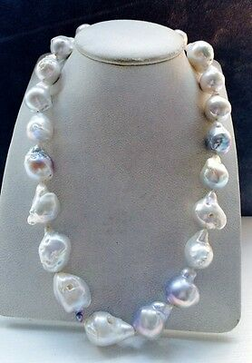 Baroque pearl necklace with white gold clasp