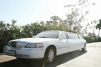 2005 Lincoln Town Car Sedan 4-door White Stretch Lincoln Limousine