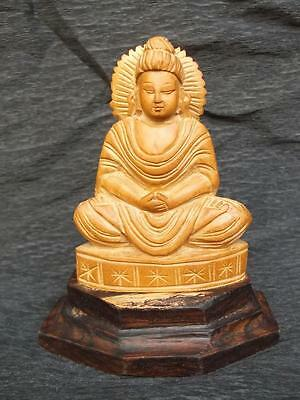 586 / Mid 20Th Century Chinese Hand Carved Sandalwood Buddha On A Wooden Plinth
