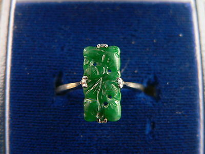 9ct Gold - Carved Jade Ring Size L