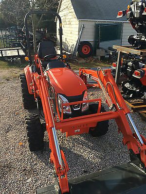 2014 Kioti CK 2510 HST with bucket loader. Only 90 HRS