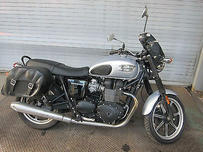 2014 Triumph Bonneville  TRIUMPH BONNEVILLE 2014 LOW MILEAGE PRICED TO SELL!
