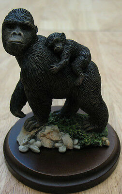 Country Artists Gorilla With Baby Figurine,  Item #2141