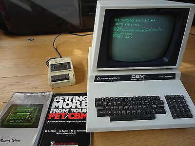 Commodore Pet CBM 4016 - VINTAGE - WIth tape deck and books
