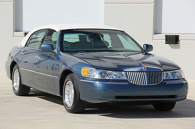 2002 Lincoln Town Car Executive Series  2002 Lincoln Town Car Executive Series 56,510 Miles