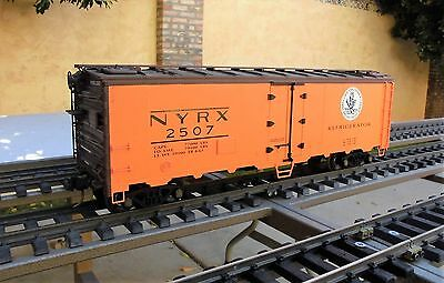 USA TRAINS (R-16510)  40 ft. NEW YORK CENTRAL REEFER (Ball-Bearing Metal Wheels)