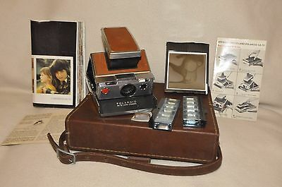 Very nice Polaroid SX70 kit. All douments in French. Sold as it