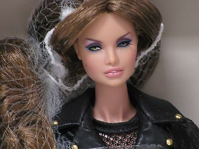 "Fashion Royalty ""Full Speed"" Erin S. Doll (Centerpiece"