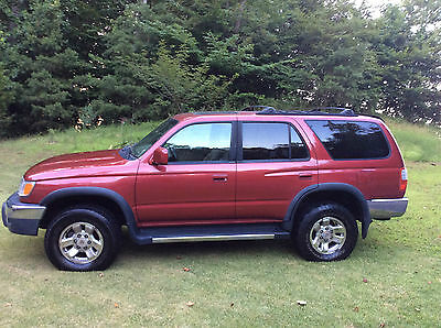 1999 Toyota 4Runner SR5 Sports/Tow/Winter package with sun roof 1999 Toyota 4Runner SR5 4X4 Auto Trans Sun Roof Burgundy Color Tow package