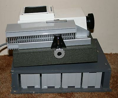 Wray / Rank Moth 300 Slide / Transparency Film Projector With Case & Slide Mags