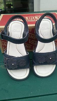 Clarks Toddler girl shoes / sandels, Excellent condition, Size 8.5