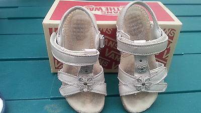 Clarks Toddler girl shoes / sandels, Size 8.5