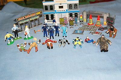 Building/Hospital+ People  + Accessories for Hot Wheels/ Matchbox