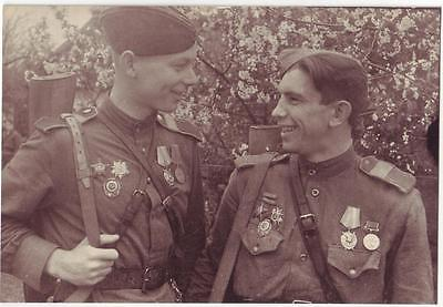 Russian Wwii Press Photo: Two Smiling Soldiers Posing On Camera