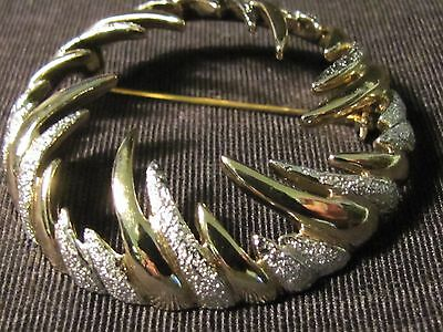 Stunning Sarah Coventry Round Gold And Silver Toned Swirl Brooch Beautiful