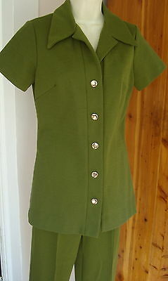 Vintage 60-70s Olive Green SS 34B S Fitted Pant Suit Brass Button Front Straight