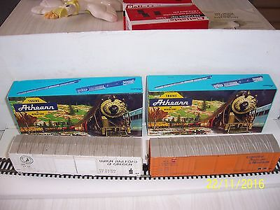 2 x Athearn HO Scale modern 50 ft double door box cars