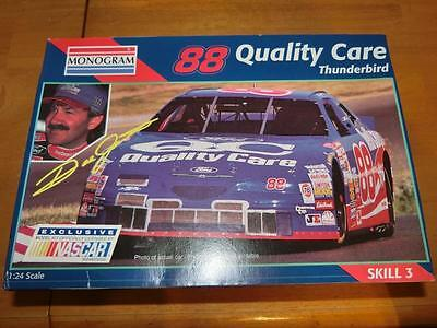Monogram Model Kit (Skill 3)Quality Care 1996 Dale Jarret #88 Ford Thunderbird
