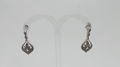 10ct WHITE GOLD DIAMOND DROP EARRINGS VALUED @$922 COMES WITH VALUATION