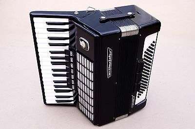 Very Nice German Accordion Weltmeister Stella 80 bass Including Case