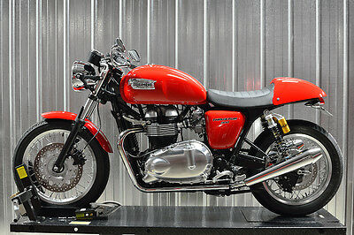 2012 Triumph Thruxton  2012 Triumph Thruxton 900 EFI red - showroom conditions / tasteful mods
