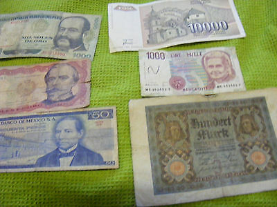 Lot of 30 World money items(12 banknotes,12 Mardi Gras Doubloons,6 Hell money.)