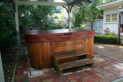 Monarch 6 Seater Heated Outdoor Spa - Excellent Condition