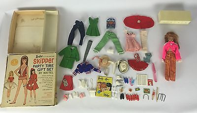 Vtg 1964 Barbie's Little Sister Skipper Party Time Gift Set Clothing Accessories