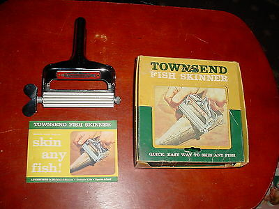 Vintage Townsend Fish Skinner in Box Des Moines IA