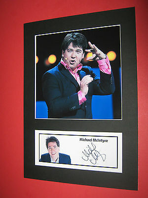 MICHAEL McINTYRE COMEDIAN A4 PHOTO MOUNT SIGNED (PRE-PRINTED)