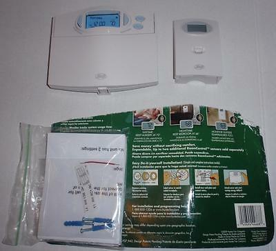 """Hunter 44668 Comfort $aver Programmable Thermostat w/Remote """"RoomControl"""" - NEW"""