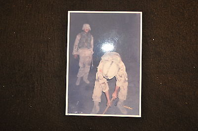 EARLY OPERATION IRAQI FREEDOM 1st ARMORED DIVISION PHOTO - SOLDIERS WORKING