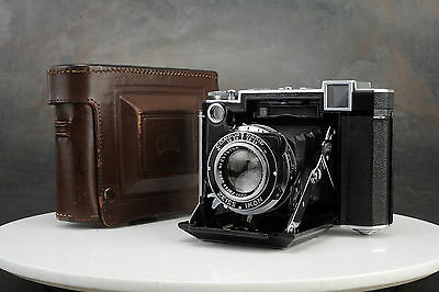 - Zeiss Ikon Super Ikonta 530/16 Camera w Tessar 80mm f2.8 Lens