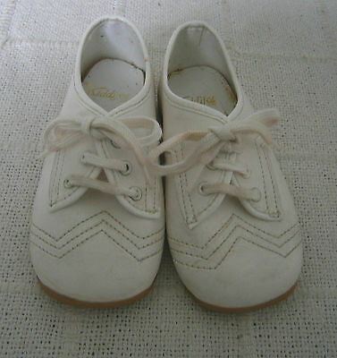 Vintage Childs Shoes - Size 4 Infants - White Synthetic Lace up- Hard Sole - New